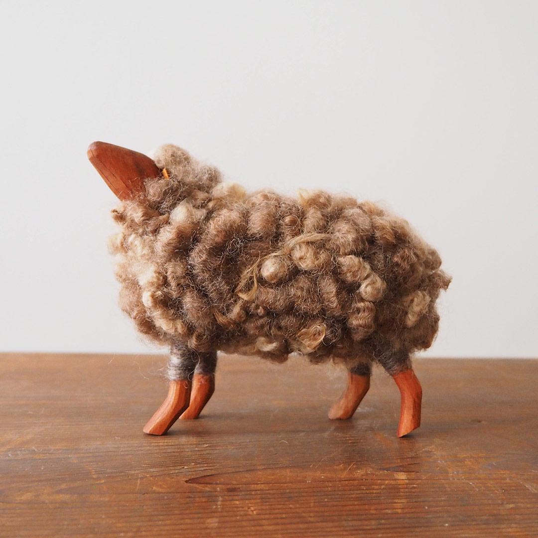 羊の置物(ブラウンのひつじ)/大
