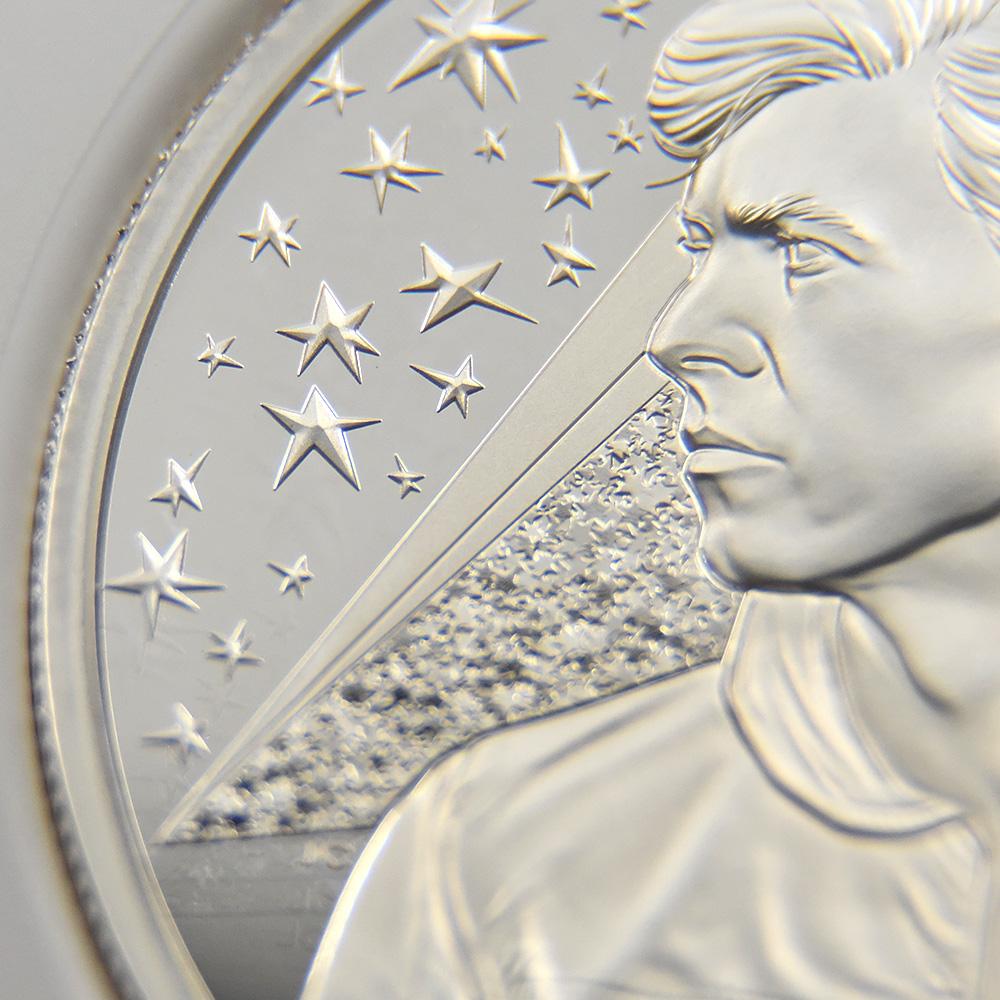 2020 エリザベス2世 ミュージックレジェンド デヴィッド・ボウイ 5ポンド2オンス銀貨 ファーストリリース NGC PF69UC 箱付き