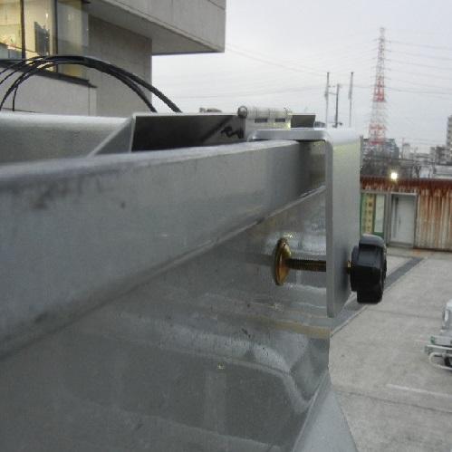 新提案!もうクレモナボビンの雨濡れの心配はありません。 雨濡れ防止カバーを裏返せば、作業台にも変身! あなたのこの先末永い工事作業を支える縁の下の力持ち! バケットボビンリール BBL-1B