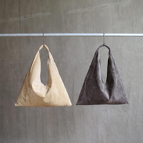 L1650 ウォッシャブル(洗えるレザー) トライアングルバッグ ベージュ [washable triangle bag / beige]
