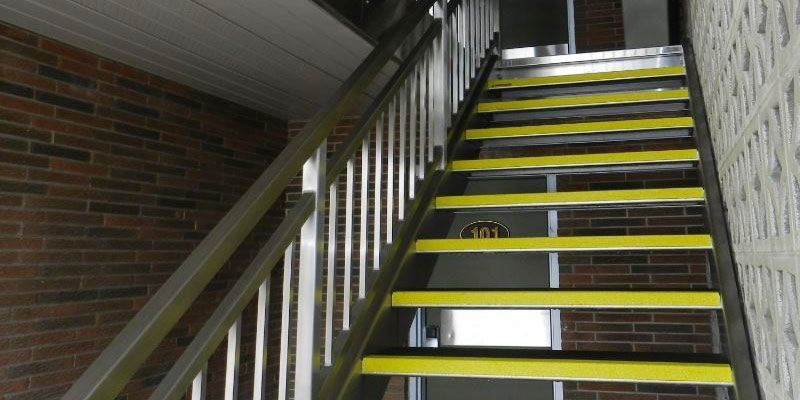 SAFEGUARD 階段用滑り止めカバー