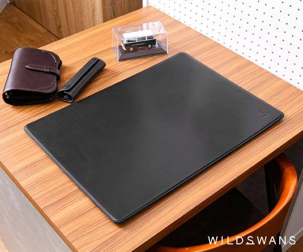 【選べるノベルティ付】ワイルドスワンズ アーネスト デスクマット(カラー:ブラック) ERNEST WILD SWANS