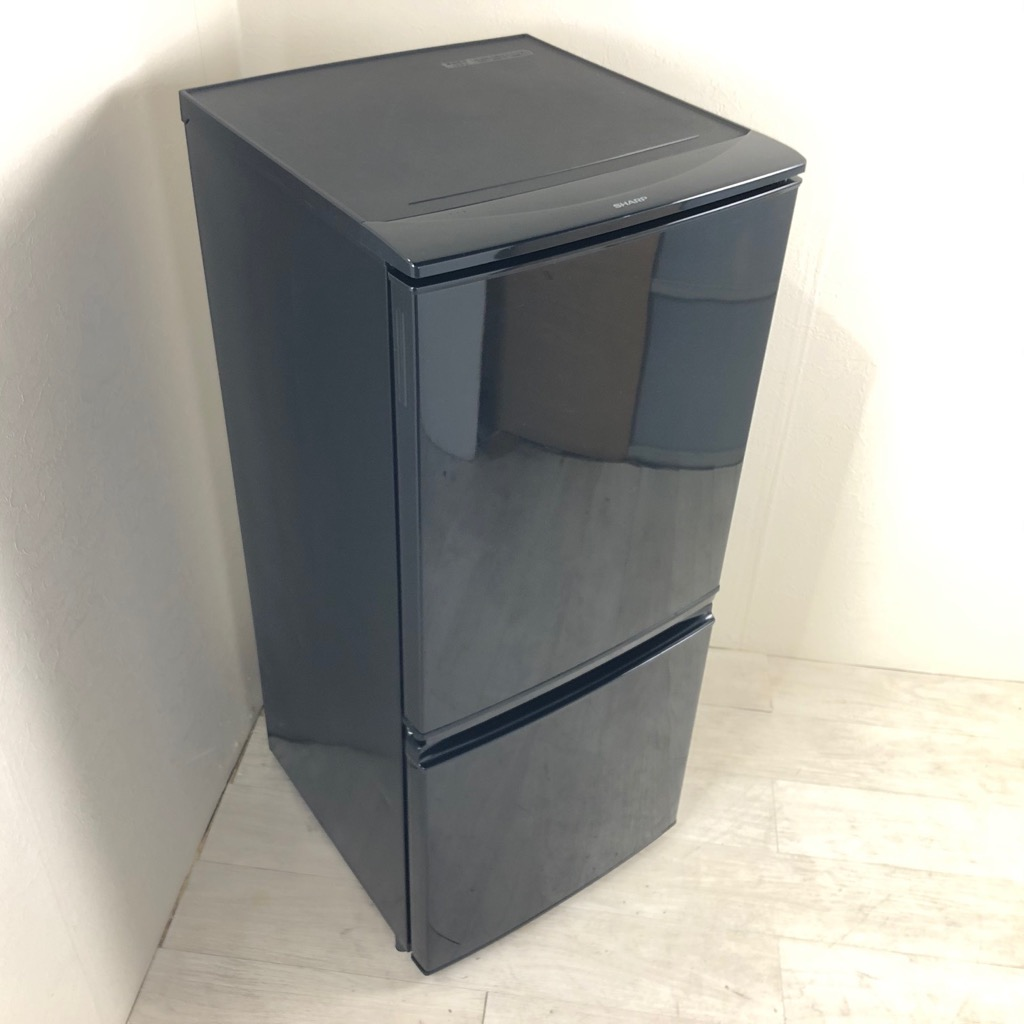 中古  137L つけかえどっちもドア 人気のブラック 2ドア冷蔵庫 シャープ SJ-D14A-B 2015年製 一人暮らし 単身用 6ヶ月保証付き