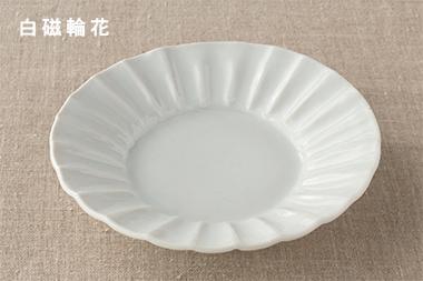 白磁輪花・皮鯨輪花角皿 (九谷青窯・高原真由美)