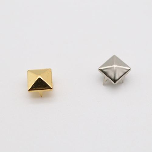 スタッズ ピラミッド(9×9mm)16個入