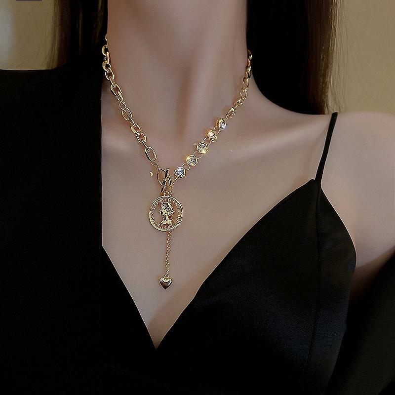 ネックレス アシンメトリー メダル コイン ハート ビジュー ゴールドネックレス ストリート ロック パンク ペンダント アクセサリー レディース 韓国ファッション 女性 韓国ジュエリー おしゃれ かわいい かっこいい