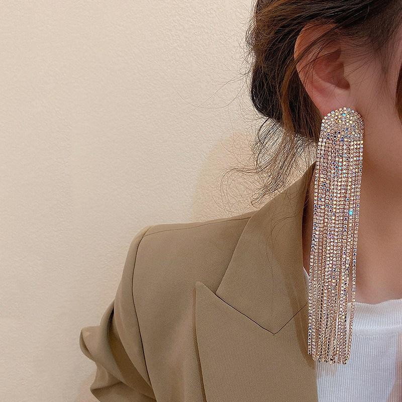 タッセルピアス ロングピアス レディース 大振りピアス 大ぶりピアス 揺れるピアス 韓国ピアス シルバー ビジュー キラキラ 韓国ファッション 女性 韓国ジュエリー 韓国アクセ おしゃれ かわいい かっこいい