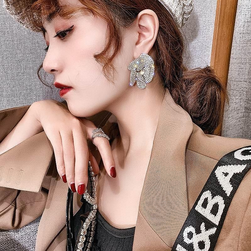 ローズピアス 花柄ピアス バラ 花びら ビジュー ストーン キラキラ アクセサリー 韓国ピアス 韓国ファッション 女性 韓国ジュエリー 韓国アクセ おしゃれ かわいい かっこいい