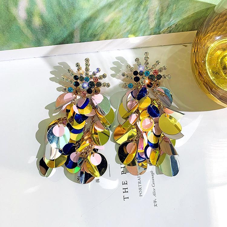 花柄ピアス 花びら スパンコール 大ぶりピアス 大きめ レディース 大振り 揺れる 花びら ロングピアス ビジュー ストーン キラキラ アクセサリー 韓国ピアス 女性 韓国ジュエリー 韓国アクセ おしゃれ かわいい かっこいい