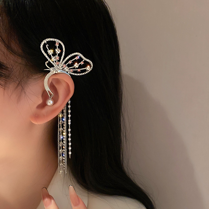 蝶々 イヤーカフ バタフライ イヤークリップ アクセサリー イヤリング 耳掛け 耳飾り レディース 女性 シルバー ちょうちょ パール 揺れる 韓国 ダンス衣装 ヒップホップ hiphop 韓国ジュエリー
