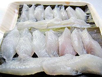 奥田屋「かわはぎ昆布〆刺身」 天然物の甘味と昆布の旨みとの調和