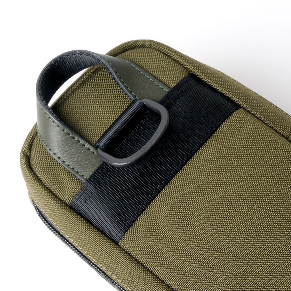 【キューショップ限定モデル】スリーセカンズ ダブルストラップケース カーキ 2B4S