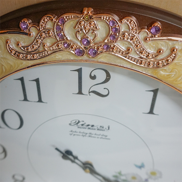 ピンクの飾りが綺麗な壁掛け時計:999【送料無料】無音 展示品 (箱なし)