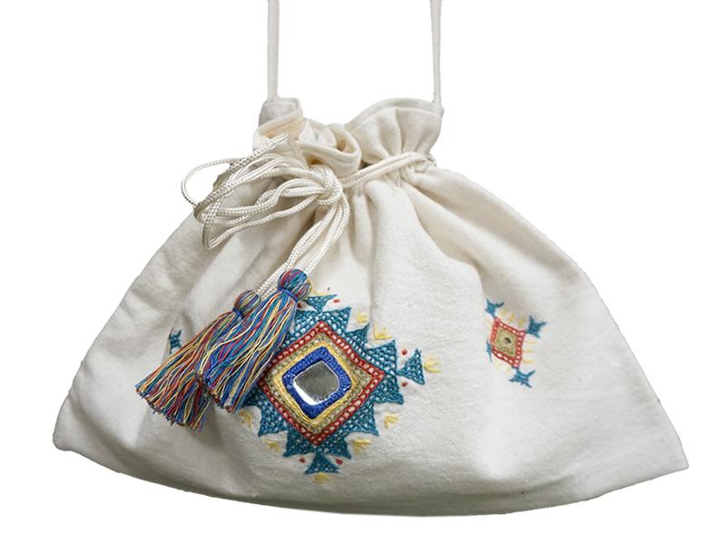 ミラー刺繍 肩掛けポーチ ダイヤ柄(白)