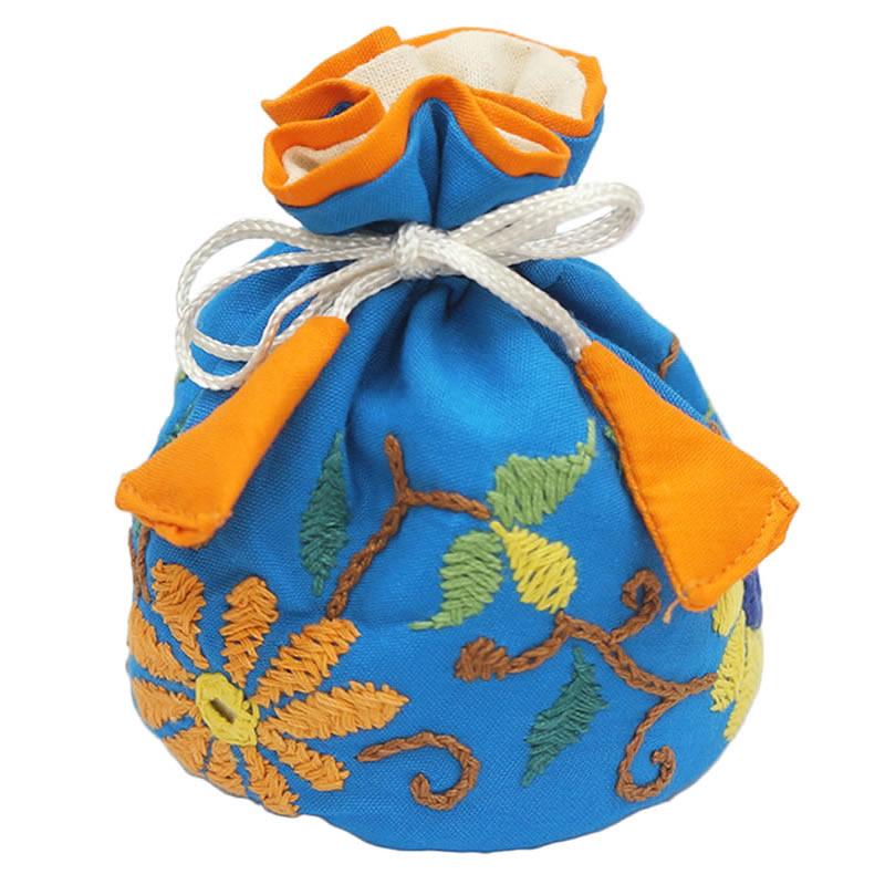ミラー刺繍 ジュエリーポーチ(水色)