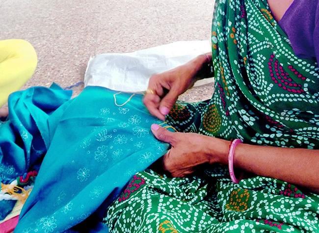 ミラー刺繍 オーナメント ツリー(紺)