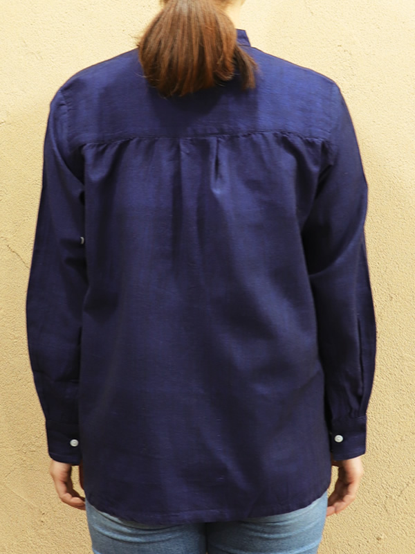 カディコットン スタンドカラーブラウス(紺)