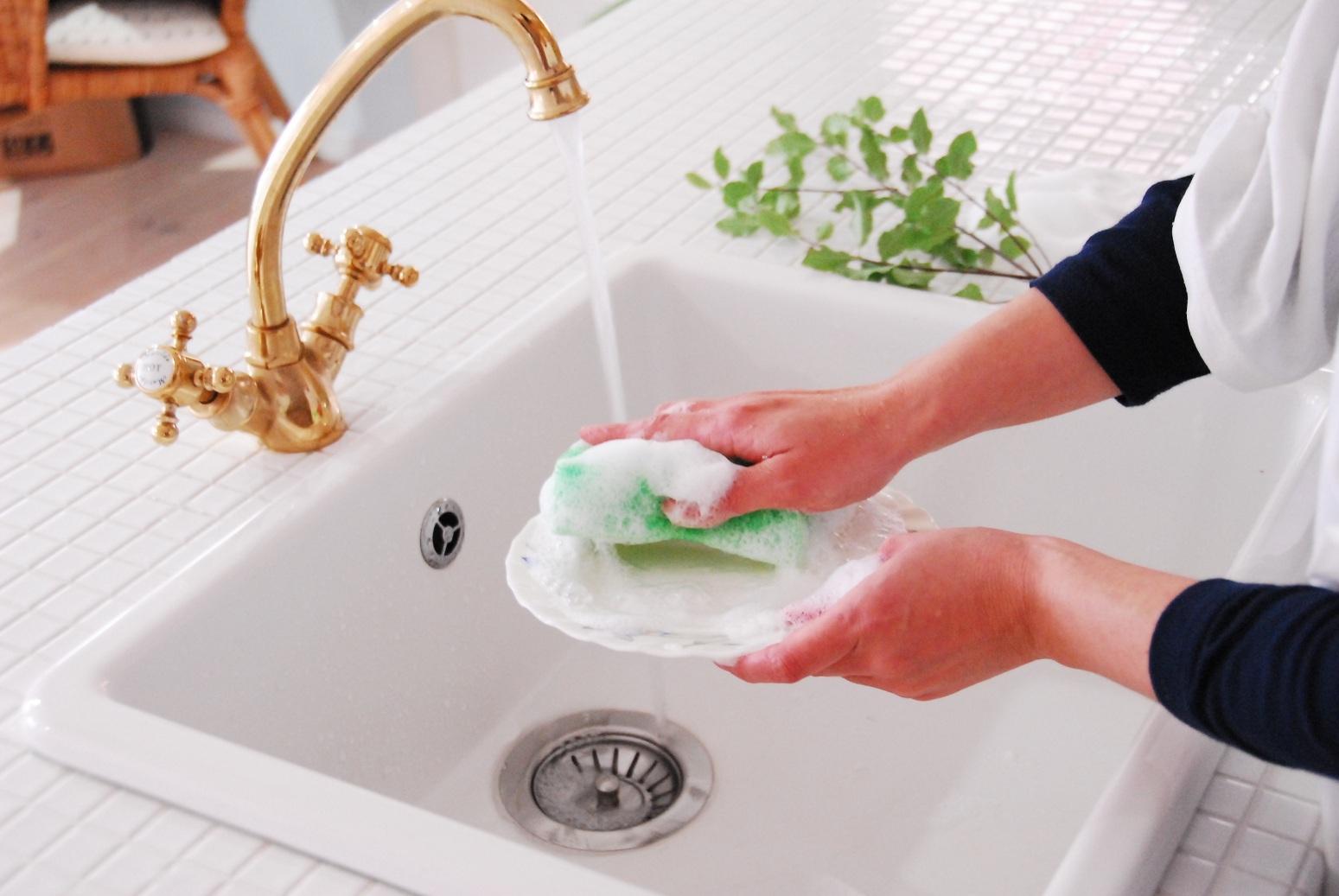 【送料無料】台所用中性洗剤サンセブンハイアールE型(750g入)10個セット温泉成分 コラーゲン配合手荒れ改善。片手で洗えて合理的。スポンジ泡モコモコ。油汚れ即落ち家事大好き嬉しい気分。