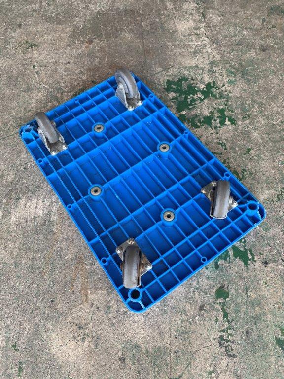 中古樹脂製平台車 DANDY(ハンドルなし)465x720