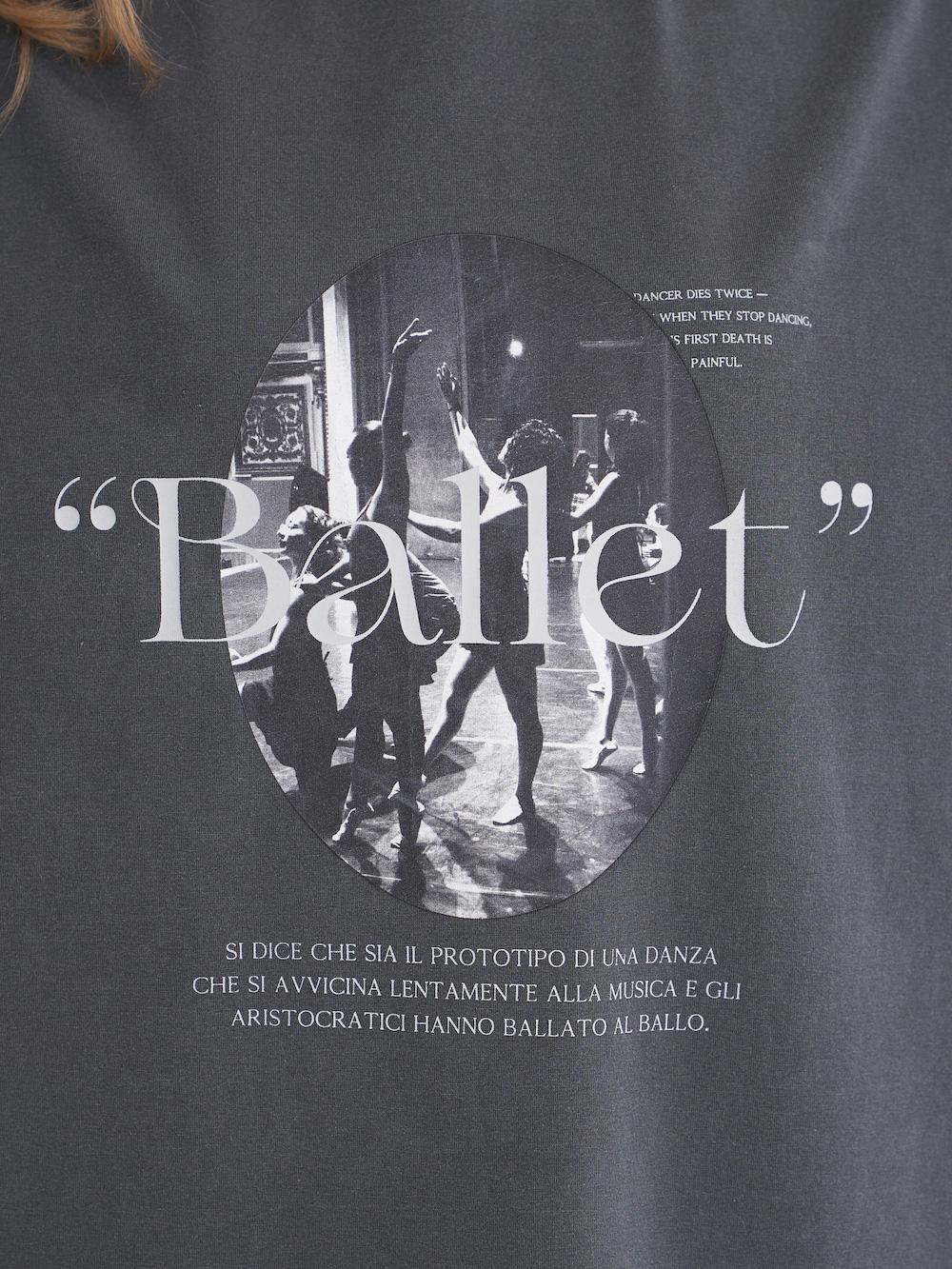ballerinaグラフィックTシャツ