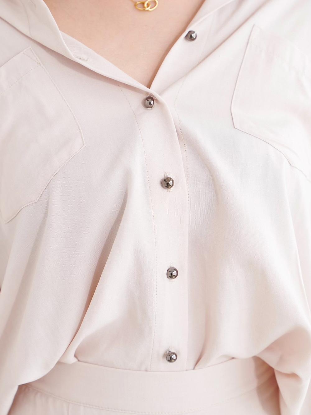 アクセントボタンルーズシャツ