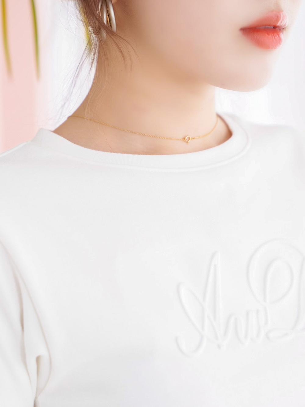 エンボスタイトTシャツ
