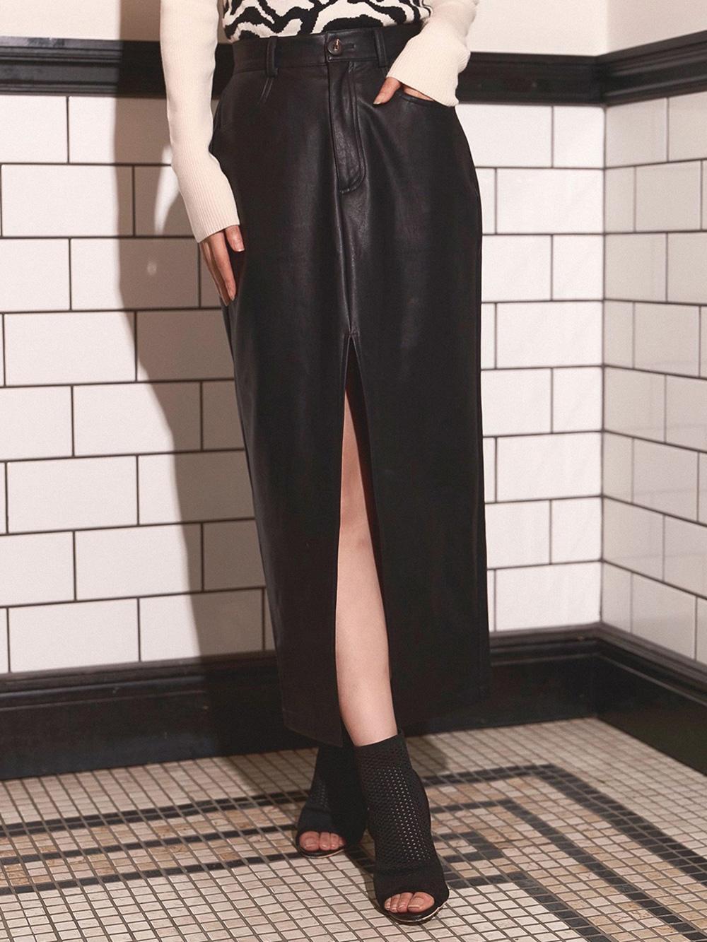 スリットレザースカート