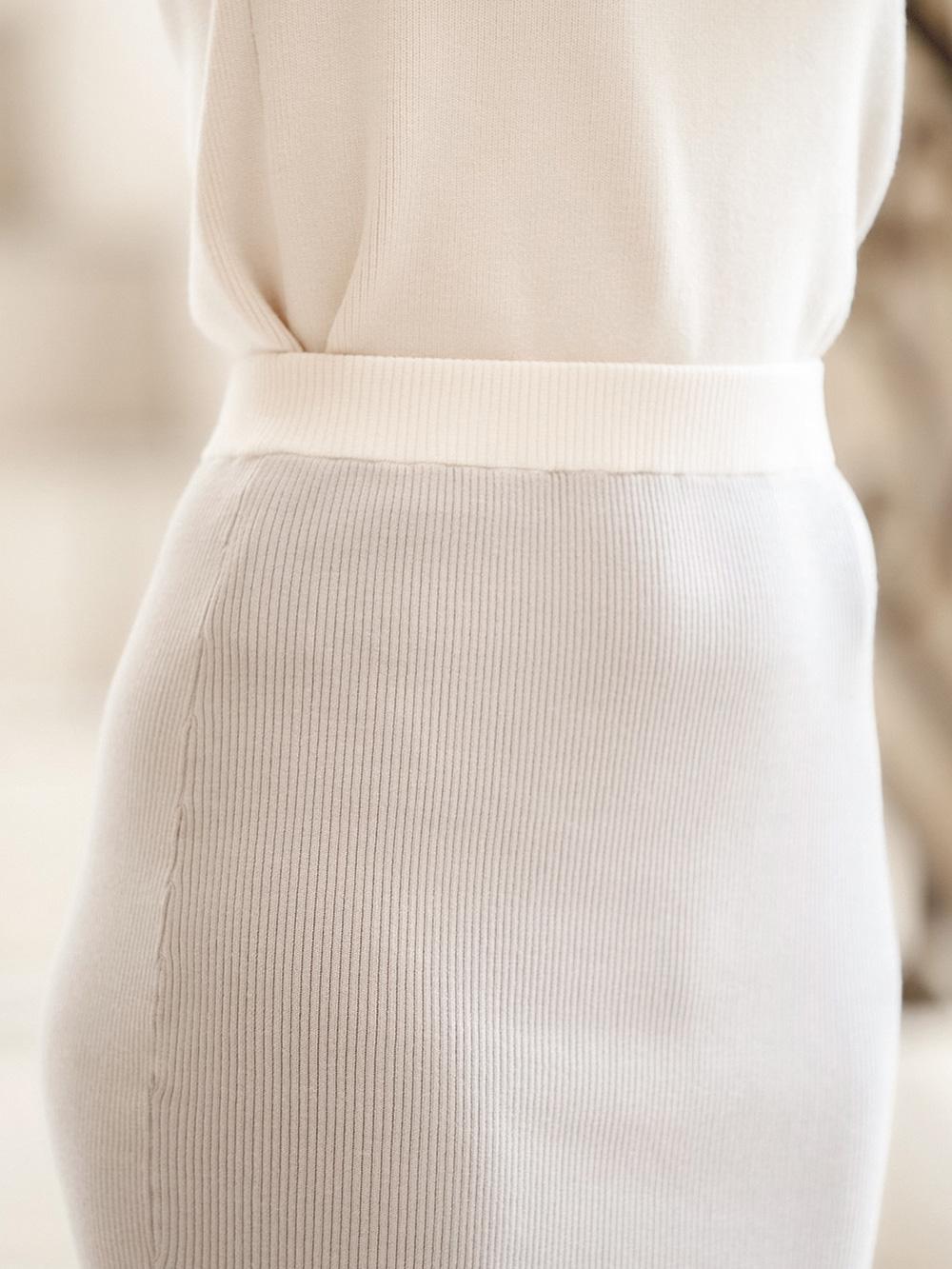 スリットミディニットスカート