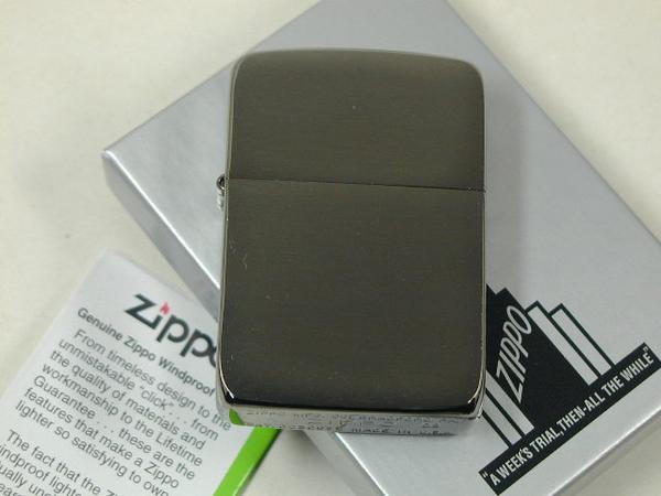 ジッポーライター: Zippo 1941 ブラックアイス 【Black Ice】 #24096 //プレーン// 黒 【レギュラー】 ♪クリア!!♪ ★無地★【ギフト包装】 【父の日】 【ジッポ】 【ジッポー】 【ライター】 【ダルマヤ】