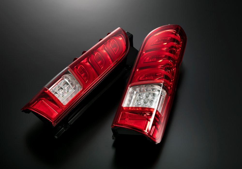 LEDテールランプ ハイエース(200)レーザーリアフォグ