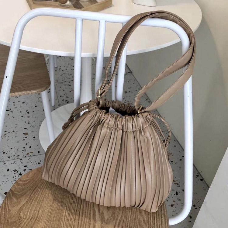 巾着デザイン 斜め掛け プリーツバッグ