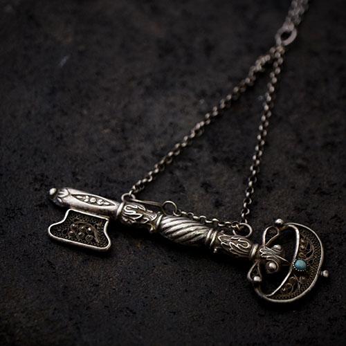 アンティークシルバー フィリグリー 鍵の形のニードルケース ペンダント
