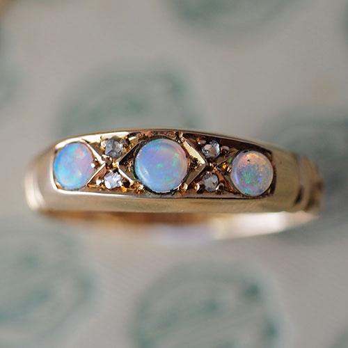 18金 オパール&ダイヤモンド 1890年ヴィクトリアンリング(アンティークジュエリー)