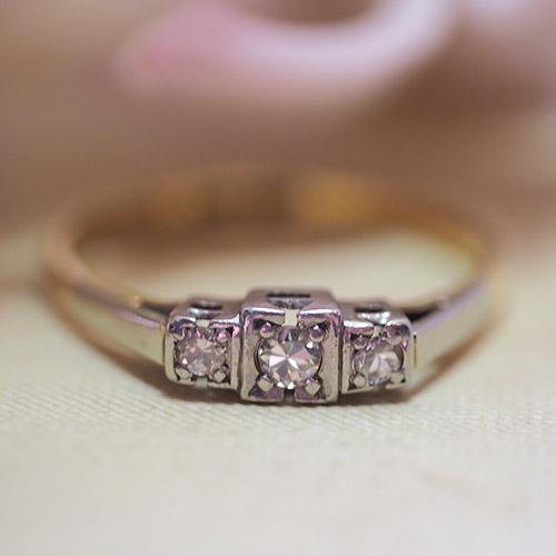 18金&プラチナ 3ダイヤモンド アールデコ スクエアリング(アンティークジュエリー)