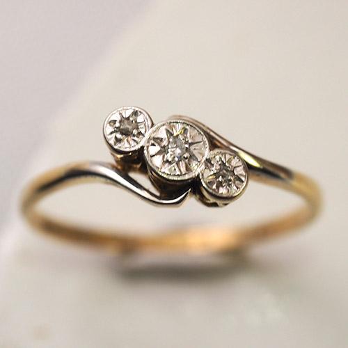 18金 プラチナ 3つ星ダイヤモンドリング (アンティークジュエリー)