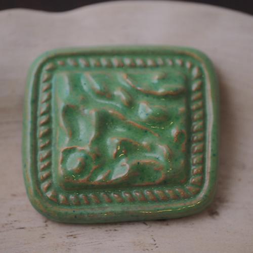 J.W スウェーデン 陶器のグリーンブローチ
