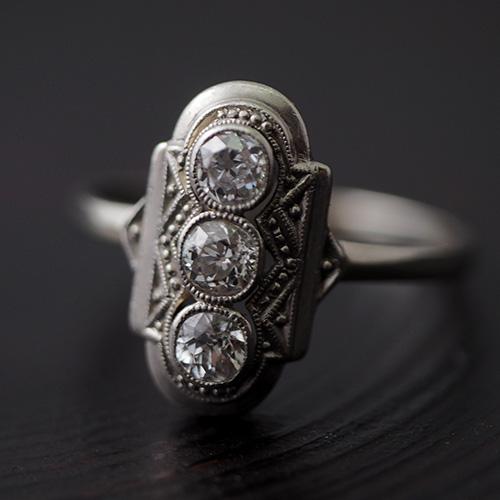 14金ホワイトゴールド アールデコ 3ダイヤモンドリング