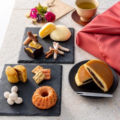 おばあちゃんおじいちゃん高齢親へのおすすめプレゼントランキング 人気の和菓子&洋菓子 風呂敷包み 詰め合わせ8種 中/Oyaimaスイーツ