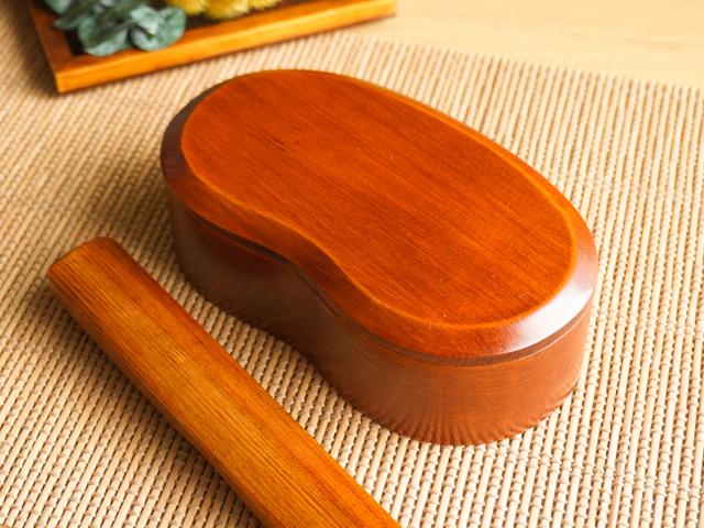 木のお豆型くりぬき弁当箱 漆