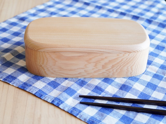 天然杉の木の木目・四角くりぬき弁当箱