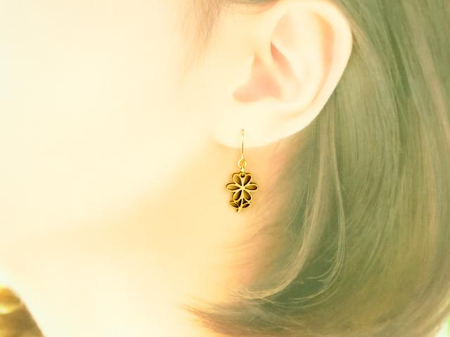 ゆらりイヤリング・ピアス  野に咲く小さな花