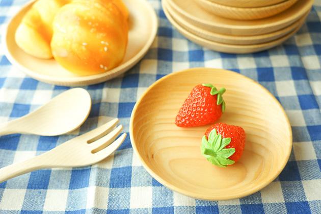 とりわけ小皿やティータイムのお菓子プレートとして♪ 杉の木のお皿