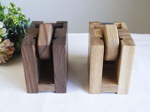 木のテープカッター