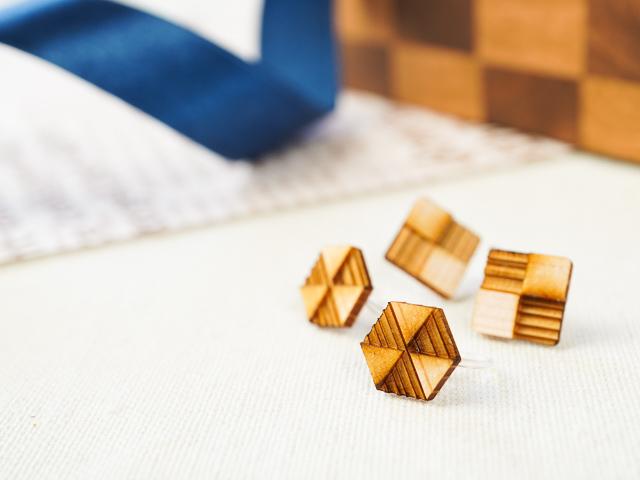 シンプルな市松模様 四角・六角 ぴたっとピアス・イヤリング