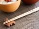 素朴な木目の箸