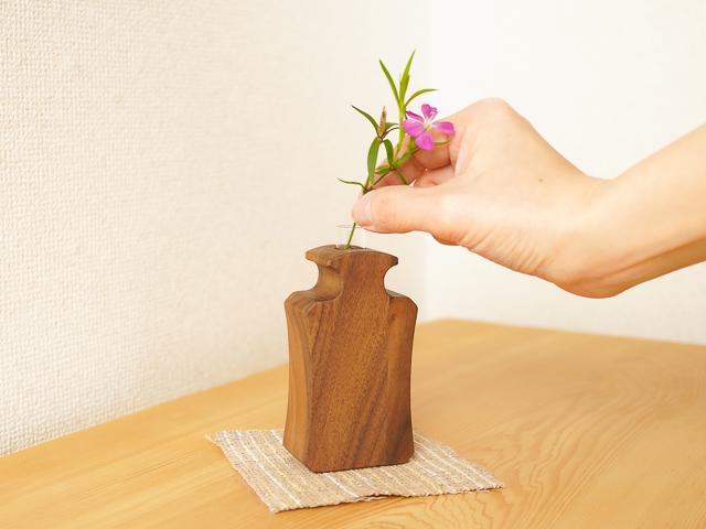 無垢の木の一輪挿し(香水瓶モチーフ・アイビー)
