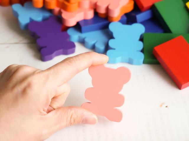 ドキドキドミノ カラフルな木のブロックを並べて遊ぼう