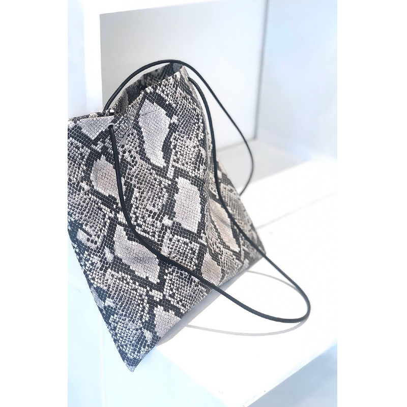 FAKE LEATHER PYTHON TOTE[BLACK] COUDRE