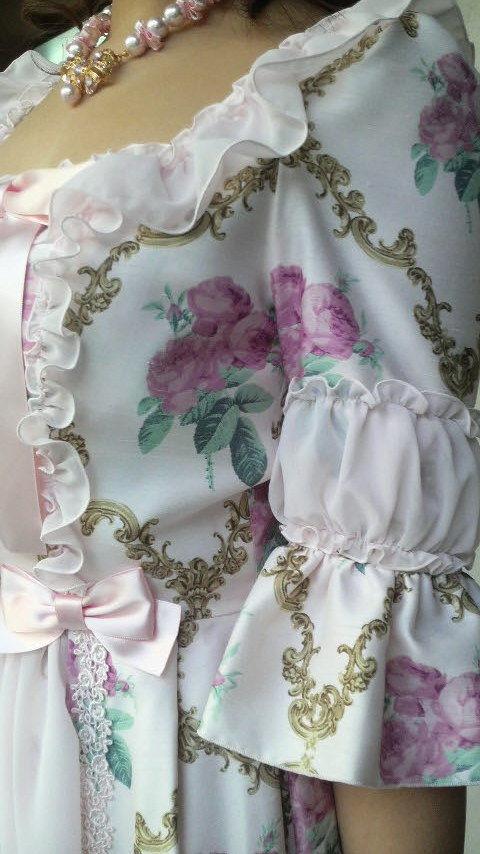 ベルサイユワンピ� 薔薇柄