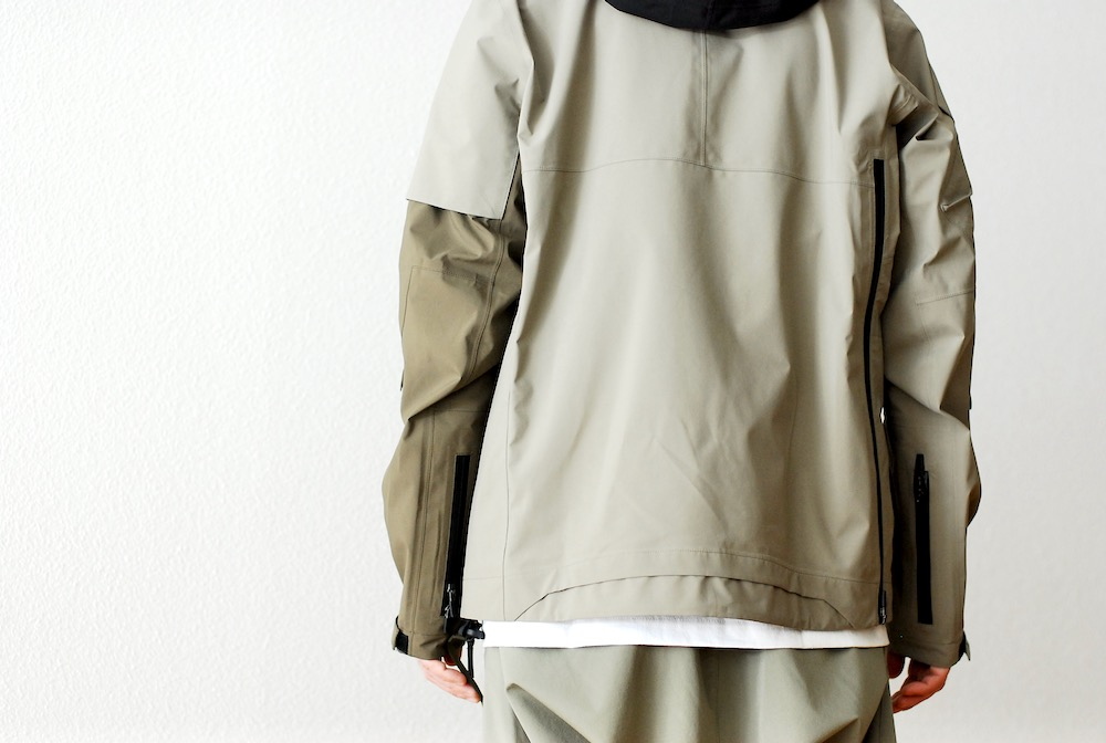 "ACRONYM(アクロニウム) ""J1B-GT"""